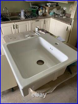 White farmhouse sink with apron front Single bowl 62x66 cm Waste Kit